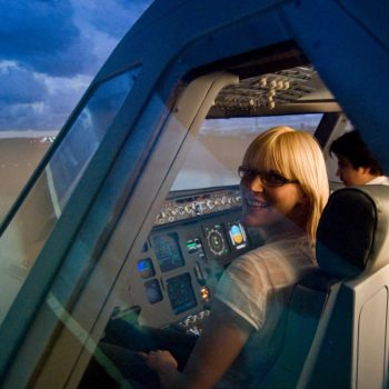 EIn Lächeln im JetSim-Flugsimulator Berlin