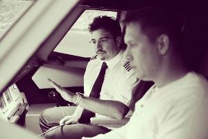 2-professionell-und-fachkundig-erklart-der-JetSim-Luftfahrt-Experte