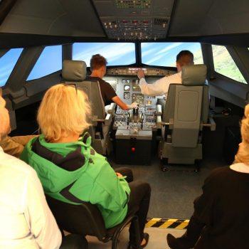 Beim JetSIm-Event können viele Passagiere mit in den Simulator in Berlin