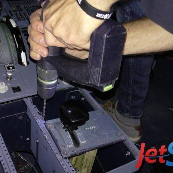 Umbau des Pedestal-Panels im Flugsimulator-Cockpit