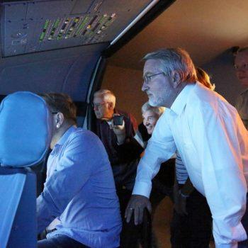 Die Firmen-Kollegen sind beim JetSim-Event mit an Bord im Flugsimulator