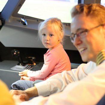 Auch kleine Kinder dürfen beim Erlebnis in Berlin mit an Bord