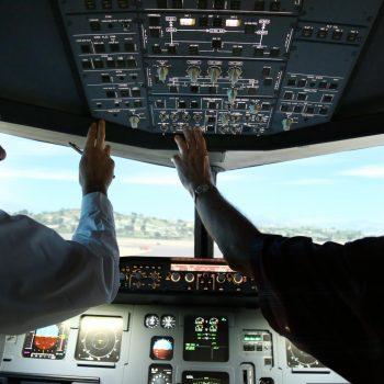 Nachbereitung des A 320 Flugsimulators beim Flug-Erlebnis in Nizza