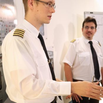 Die Event-Gäste erhalten vor Beginn der Flüg eine umfangreiche Einweisung