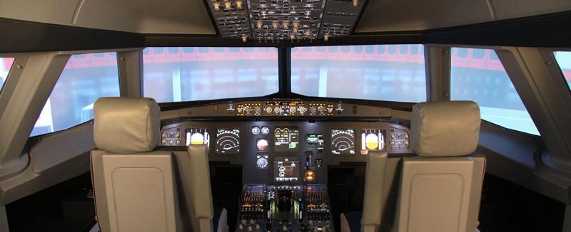 Das Cockpit-Panorama im JetSim-Flugsimulator Berlin